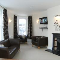 Cotswolds Valleys Accommodation - Bell Apartments - Exclusive use large two bedroom family holiday apartment