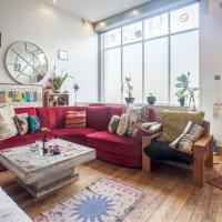 Quirky Antique Apartment in Trendy Clapton