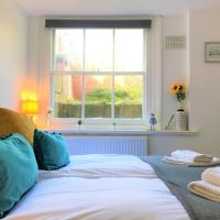 Grafton Seaside Apartment with Parking, hotel in Worthing