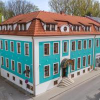 Julianin Dvor - Vrútky, отель в городе Врутки