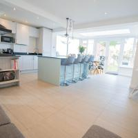 Modern 3 Bed House in Sidcup, Parking, hotel in Sidcup