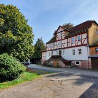 Ferienwohnung auf idyllischen Gestüt auf historischen Gutshof in Hessen、バート・ヘルスフェルトのホテル