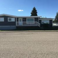 Beautiful Cardston Home lower level, hotel i Cardston