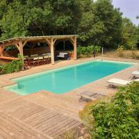 Grande maison calme 4* avec vue et piscine privée, hotel in Roquetaillade