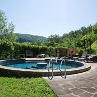 House with 3 bedrooms in Castelnuovo di Garfagnana with wonderful mountain view private pool enclosed garden, hotel a Castelnuovo di Garfagnana