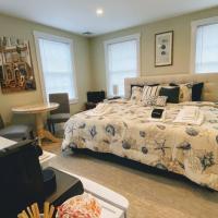 Room in Guest room - Room 1 Private Bathroom Pool Shuttle Bus, hotel near Nantucket Memorial Airport - ACK, Nantucket