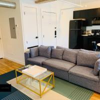 Cozy Oak Lawn Suite