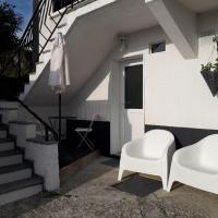 STUDIO coquet Terrasses de Saint Germain, hotel in Ambérieu-en-Bugey