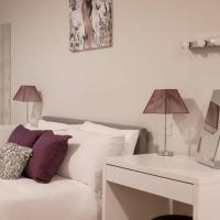 Apartment 2, Isabella House, Aparthotel, By RentMyHouse
