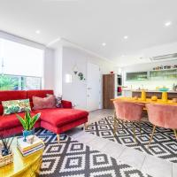 Tuskar Str Splendid House with Private Garden and Outdoor Furniture