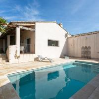 Holiday Home offeing Greenery and Private Pool, hotel in Bize-Minervois