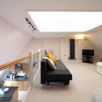Adelaide Place - Top floor apartment with parking, located in the heart of Canterbury
