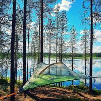 Baumzelte direkt am See gelegen