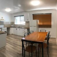 Robyn Road Accomodation - 3 bedroom House, hotel near Illawarra Regional Airport - WOL, Albion Park