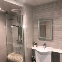 Trinity Apartments - 2b Studio Apt Waterford City, hotel near Waterford Airport - WAT, Waterford