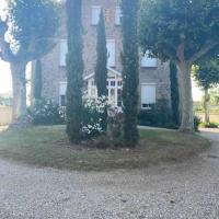 Chambres privées dans maison avec grand parc et piscine proche Via Rhona