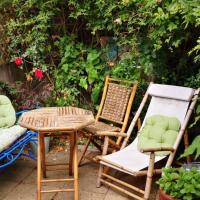 2 Bedroom Tooting Flat with sunny garden sleeps 6
