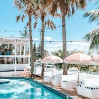 Komune Resort and Beach Club Greenmount Beach, hotel in Coolangatta, Gold Coast