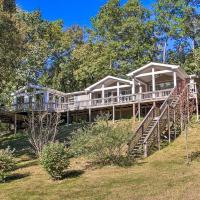 Retreat on Lake Hamilton with Sunroom and Dock!