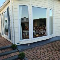 Strandhut 64, hotel in Sint Annaland
