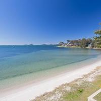 Sunrise Waters', 2/63 Soldiers Point Road - stunning waterfront property, hotel in Soldiers Point