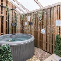 Market Street Luxury Retreat Apartment with Hot Tub & Games Room