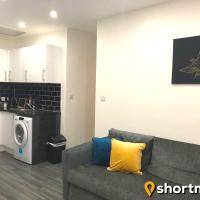 SHORTMOVE - Parking, Close to Airport, City 10 min, Kitchen