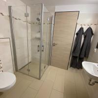 Zwei Zimmer mit Bad für vier Personen