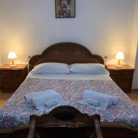 Casetta azzurra in corte medioevale, hotell i Arona