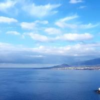Lujo nórdico sobre el mar azul