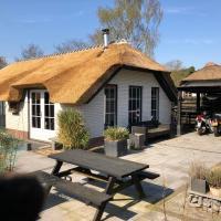 Veluws rietgedekt bungalow met hottub