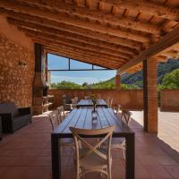Apartment with 2 bedrooms in Orpi with wonderful mountain view shared pool and WiFi, hotel en Orpí