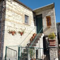 Rustic Remote Traditional Family Farmhouse Casa Celestina Abruzzo, hotel a Roccamorice
