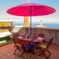 House with 2 bedrooms in Santa Cruz with wonderful sea view furnished terrace and WiFi 1 km from the beach, hotel near Cristiano Ronaldo Madeira International Airport - FNC, Santa Cruz