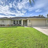 North Port House with Sunroom, Prime Location!, hotel in North Port