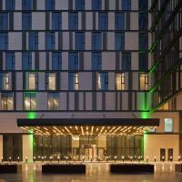 Holiday Inn Dubai Al-Maktoum Airport, an IHG Hotel, hotel in zona Aeroporto Internazionale Al Maktoum - DWC, Dubai