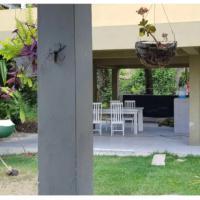 Casa com Piscina - Pontal de Itamaraca, hotel in Ponta do Funil