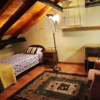 Habitacion rustica en la buhardilla para personas solas