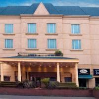 Savoy Suites Noida, hotel in Noida