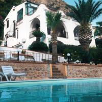 Villa del Golfo Urio with shared swimming pool, hotell i Santa Flavia