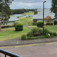 Fairway to Heaven at Horizons Salamander bay, hotel in Salamander Bay