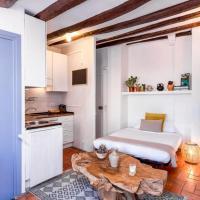 Spanish penthouse with terrace Sleeps 4 in El Born