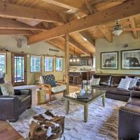 Treetop Chalet in Chambers Landing with Shuttle, hotel in Homewood