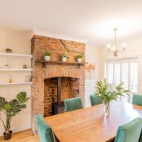 Strayside Cottage Harrogate - cosy dog friendly cottage sleeps 4. 5 mins walk to hospital and 15 mins walk to town centre