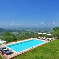 Santa Lucia Villa Sleeps 10 Pool WiFi, hotel a Pergognano