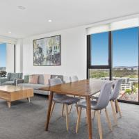 Lake Views, Balcony and Pool in Spacious 2-Bed Unit, hotel em Belconnen