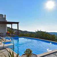 Family house with a swimming pool 5 minutes from Ioulida