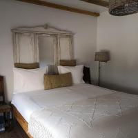 Snug Independent Room, hotel cerca de Aeropuerto de Lisboa Humberto Delgado - LIS, Lisboa