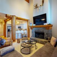 Luxury Mountain Retreat with PRIVATE Hot Tub by Harmony Whistler