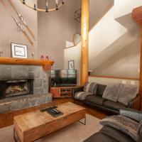 Wood and Beam Home with PRIVATE Hot Tub by Harmony Whistler